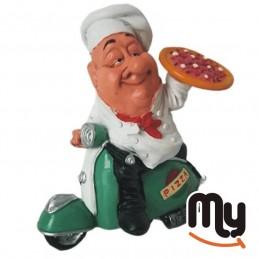 Готвач на пица на зелена...